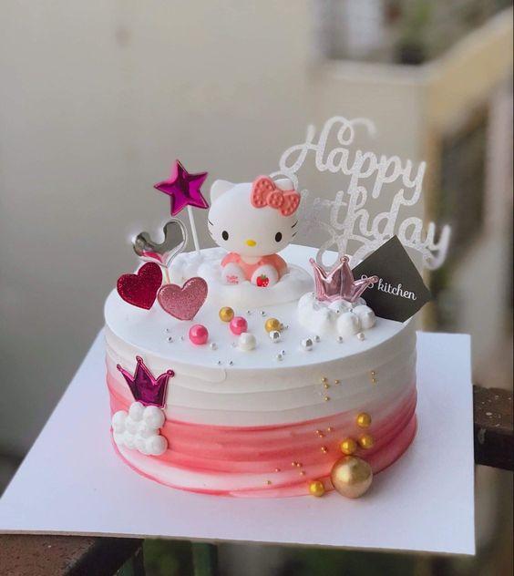 Hình bánh kem sinh nhật mèo Hello Kiity màu hồng xinh xắn