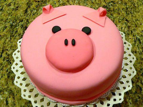Ảnh bánh sinh nhật heo con đang buồn dành tặng cho ai có nhiều tâm sự