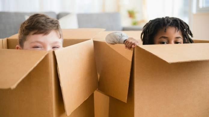 Ý tưởng cách làm nhà bằng giấy thùng carton cho bé cực hay