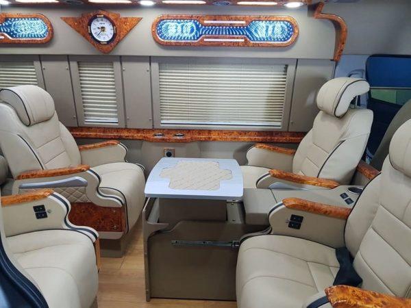 Phần nội thất xe Toyota Hiace Limousine
