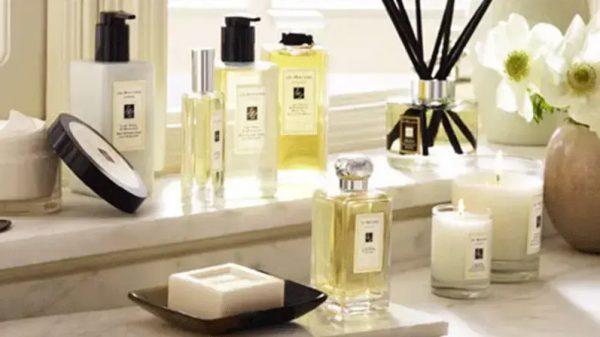Sử dụng nước hoa để khử mùi cống thoát nước nhà vệ sinh