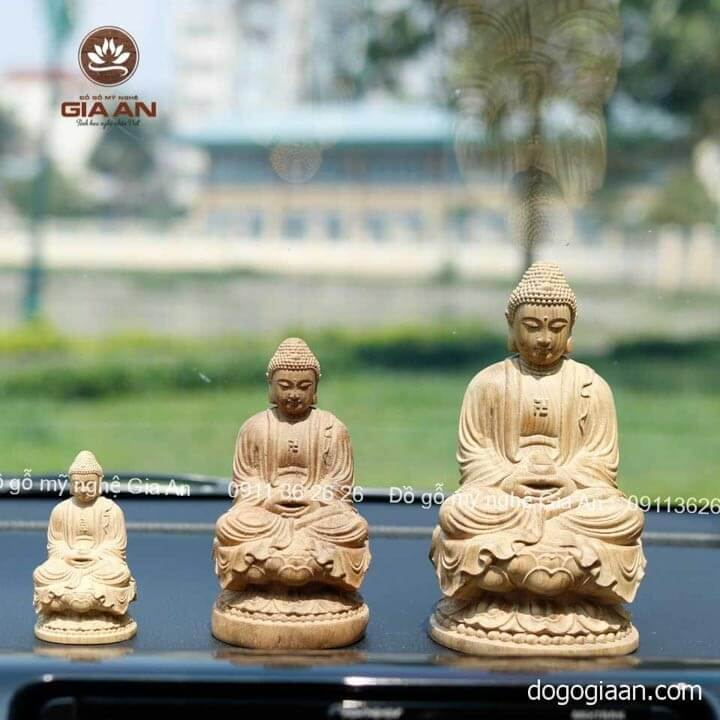 Đặt tượng Phật trên xe là cách cầu bình an, may mắn