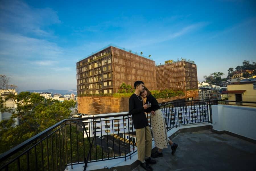 Centro Hotel sở hữu ban công ngắm nhìn view cực đẹp