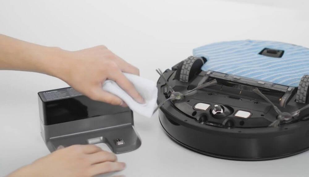 Những điều cần để tâm khi lau chùi robot hút bụi