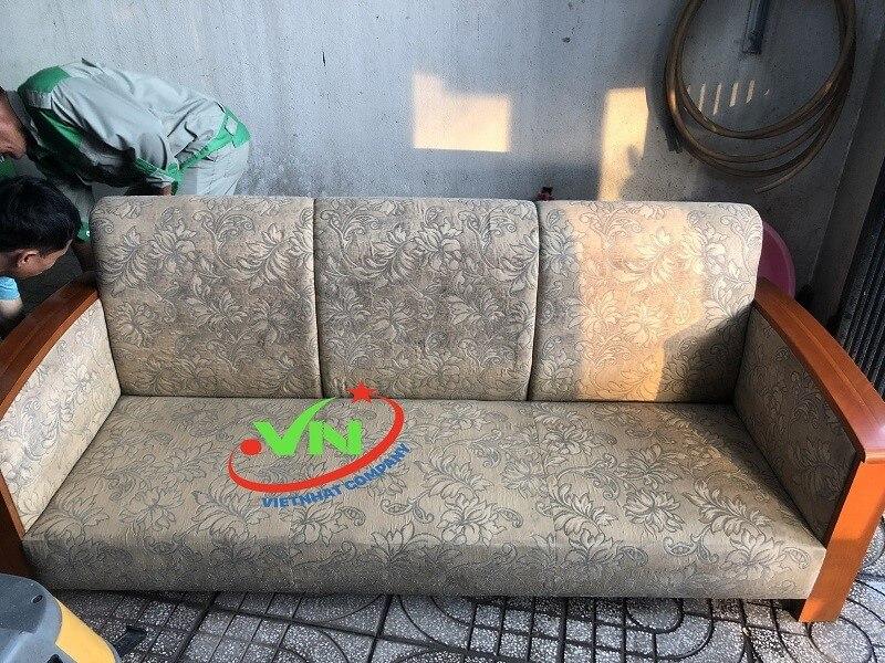 Thường xuyên giặt sofa tại nhà để gia tăng tuổi thọ cho ghế