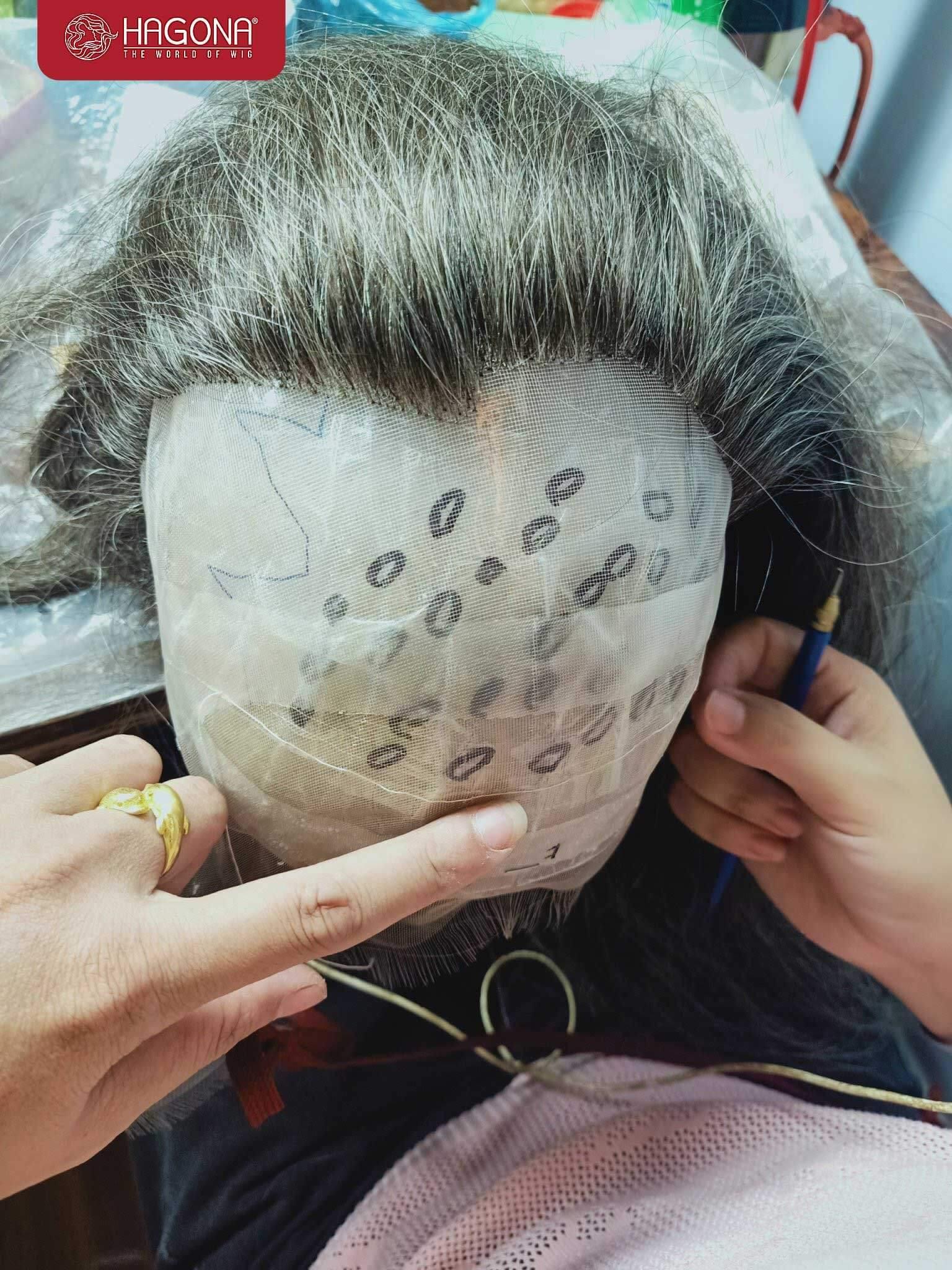 Tạo mẫu tóc trên đầu thạch cao